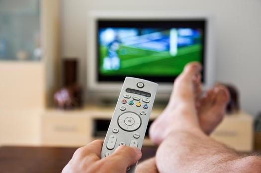 Confira a distância correta entre o sofá e a TV